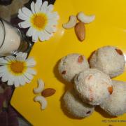 Raava Laddoo/ Rava Laddu / Semolina Sweet Balls